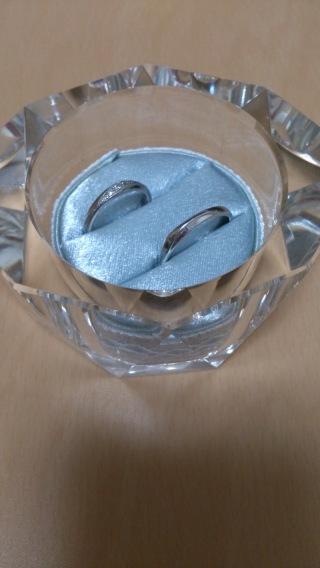 【LOVE=Platinumの口コミ】 ダイヤの入っている指輪を探していました。少しカーブがついているのと真…