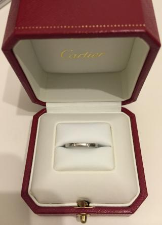 【カルティエ(Cartier)の口コミ】 婚約指輪と合わせてつけた時に、二つのダイヤがバランスが良く婚約指輪と合…