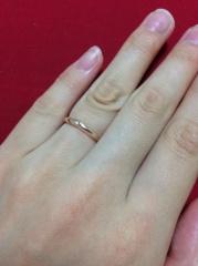 【4℃(ヨンドシー)の口コミ】 出来るだけ安価の指輪を探しておりました。 こちらの指輪はダイヤは小さめ…