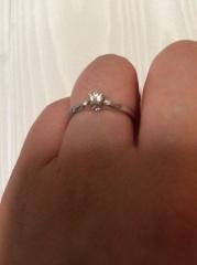 【組曲ジュエリーの口コミ】 まず指が太めなのでスッキリ見えるデザインを選んで頂きました。結婚指輪は…
