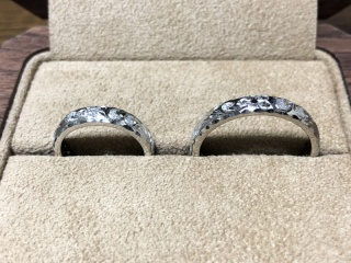 【Makana(マカナ)の口コミ】 ハワイアンジュエリーの結婚指輪を探していました。女性だけでなく、男女…