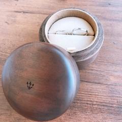 【COLANY(コラニー)の口コミ】 普段使いの出来る飾りのないシンプルな指輪を探していました。いろんな指…