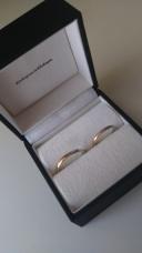 【ATSUTA(アツタ)の口コミ】 結婚指輪なのでシンプルで飽きのこないものを探していました。ピンクゴー…