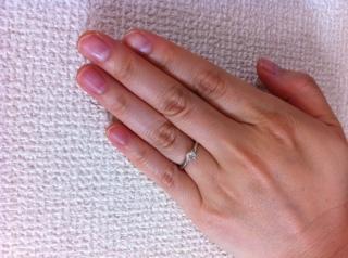 【銀座ダイヤモンドシライシの口コミ】 婚約指輪はシンプルなダイアモンドのものがよかったので、ダイアモンドの…