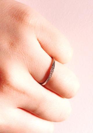 【BRIDGE(ブリッジ)の口コミ】 ラインの幅が細めに作られているので指が非常にきれいに見えます。また柔…