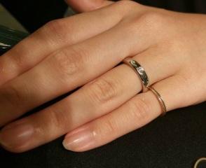 【ヴァン クリーフ&アーペル(Van Cleef & Arpels)の口コミ】 ダイヤモンドの大きさ、プラチナ純度、指輪の厚みの3点において、バランス…