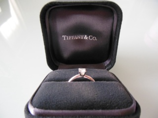 【ティファニー(Tiffany & Co.)の口コミ】 婚約指輪を選ぶならティファニーと決めていたので、まずカタログの中からセ…