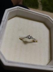 【4℃(ヨンドシー)の口コミ】 細身のリングがもともと好きだったので、婚約指輪も細身のものを希望してい…