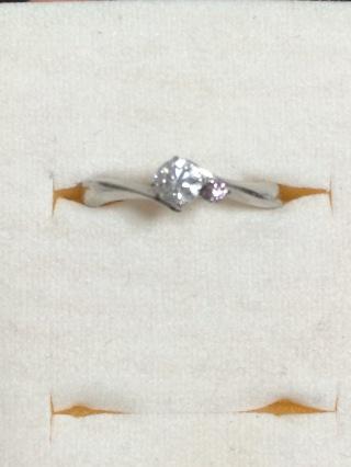【4℃(ヨンドシー)の口コミ】 ホワイトダイヤモンドとピンクダイヤモンドの組み合わせ、また指輪のライン…