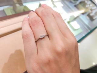 【ORECCHIO(オレッキオ)の口コミ】 シンプルが好きだけど、通常のラウンドのダイヤは嫌で、色々なお店を見て…