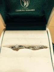 【銀座ダイヤモンドシライシの口コミ】 婚約指輪は、ずっと立て抓に憧れていたので譲れないポイントでした。 よく…