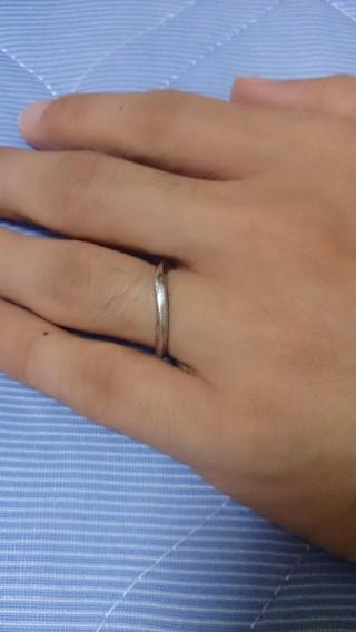 【ラザール ダイヤモンド(LAZARE DIAMOND)の口コミ】 おすすめポイントは斜めのデザインをしているところです。指が長く見えるこ…