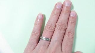 【BLOOM(ブルーム)の口コミ】 金属アレルギーのため、結婚指輪の代わりに何か違った記念の物を買おうと…