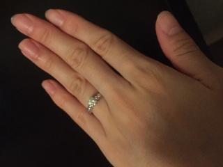 【ヴァン クリーフ&アーペル(Van Cleef & Arpels)の口コミ】 デザインが主役のダイヤモンドを引き立てており、特別な輝きを放っているよ…