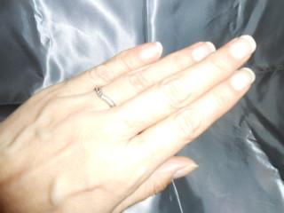 【都民共済(とみんきょうさい)の口コミ】 プラチナ素材でVラインにメレダイヤが入っているのが斬新で一目見て気に入…