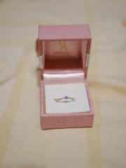 【ヴァンドーム青山(Vendome Aoyama)の口コミ】 彼女は簡単なものが好きですから、ブライダルリングの指輪デザインがいち…