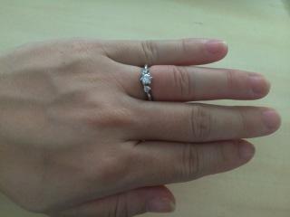 【エクセルコダイヤモンド(EXELCO DIAMOND)の口コミ】 まずはじめにダイヤモンドの大きさを決めました。身の丈にあった大きさにし…