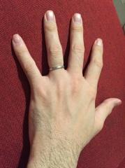 【アイプリモ(I-PRIMO)の口コミ】 仕事上あまり派手な結婚指輪はつけられないのでシンプルなデザインを探して…