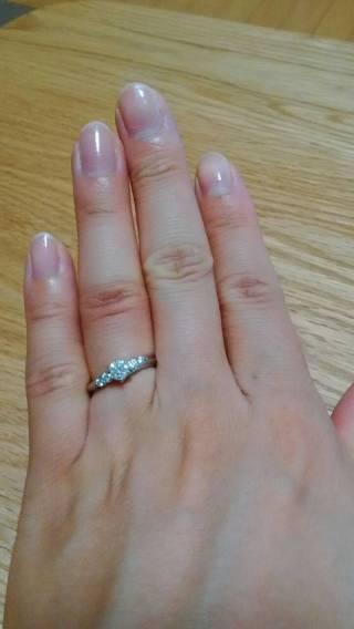 【銀座ダイヤモンドシライシの口コミ】 王道のデザインで、派手すぎず奇抜すぎず、一生身に着けていられる指輪で…