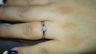 【ティファニー(Tiffany & Co.)の口コミ】 婚約指輪はティファニーにすると決めていたため、店舗へ見に行くと、婚約…