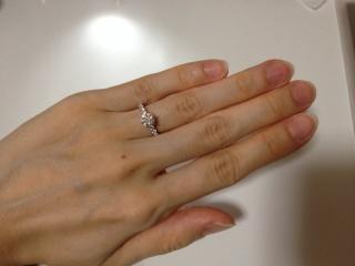 【WATANABE / 宝石・貴金属 渡辺の口コミ】 婚約指輪は石の大きくてキラキラしたものをと思っていました。なんといって…