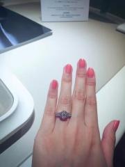 【ヴァン クリーフ&アーペル(Van Cleef & Arpels)の口コミ】 ヴァンクリーフのブランドが信用度高く、使ってるダイヤモンドの純度も非…