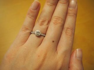 【銀座ダイヤモンドシライシの口コミ】 華奢なデザインなのに、細かいダイヤによって輝きが増して見えます。  丸…