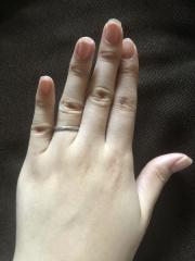 【4℃ BRIDAL(ヨンドシーブライダル)の口コミ】 結婚指輪は一生ものなので飽きがこなくてシンプルなデザインと決めていて…