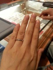【Something Blue(サムシングブルー)の口コミ】 主人も私もシンプルな指輪を希望していました。理由は仕事中でも主張しす…