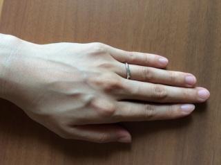 【アイプリモ(I-PRIMO)の口コミ】 旦那にもらった婚約指輪と重ね付けできるように、細めのリングで派手すぎな…