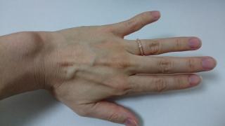 【エクセルコダイヤモンド(EXELCO DIAMOND)の口コミ】 婚約指輪を購入せずに結婚指輪のみとしたので,ハーフエタニティのデザイン…