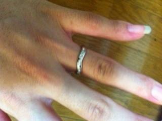 【ティファニー(Tiffany & Co.)の口コミ】 この指輪の決め手のなったのはやはり形です。 はめた人にはわかるのですが…