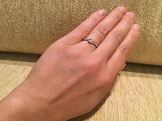 【4℃(ヨンドシー)の口コミ】 元々婚約指輪は購入予定はなかったのですが、形だけでも買ってあげたいと主…