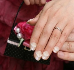 【俄(にわか)の口コミ】 私の指は太く短い赤ちゃんみたいな指なので、きれいに見えるデザインを探し…