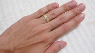 【festaria bijou SOPHIA(フェスタリア ビジュソフィア)の口コミ】 ゴールドのデザインと星のように散りばめられたダイヤモンドが気に入りまし…