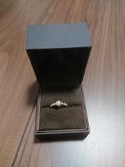 【CHER LUV(シェールラブ)の口コミ】 見た目が、昔ながらの婚約指輪という感じではなく、アンティークっぽい、…