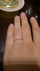 【ケイウノ ブライダル(K.UNO BRIDAL)の口コミ】 指が細く見えるデザインでダイヤモンドもちょこっとのっていて主張しない…