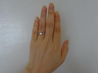 【ラザール ダイヤモンド(LAZARE DIAMOND)の口コミ】 とにかく美しくてゴージャスです。真ん中に大きなダイヤと、それに続いて…