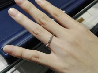 【銀座ダイヤモンドシライシの口コミ】 ストレートデザインでもダイヤモンドをグラデーションで入れているものも…