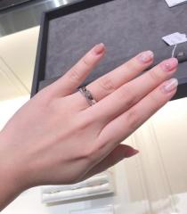 【ティファニー(Tiffany & Co.)の口コミ】 結婚指輪というとティファニーは定番だと思います。カタログで見てもデザ…