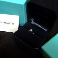 【ティファニー(Tiffany & Co.)の口コミ】 小さい頃から、一粒ダイヤの指輪が欲しいと思っていたので、王道のティフ…