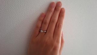 【ガラOKACHIMACHIの口コミ】 アンテイーク調のデザインで、ダイヤが映えることと、指がきれいに見えた…