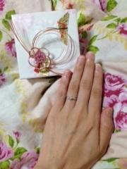 【宝寿堂(ほうじゅどう)の口コミ】 結婚指輪と重ね付けをすることを前提に選びました。結婚指輪を先に決めてい…