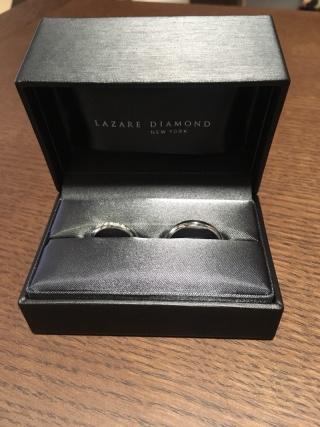 【ラザール ダイヤモンド【取扱店販売】の口コミ】 主人はプラチナで丈夫なところに惹かれていました。デザインは私の指輪の…