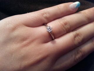 【ティファニー(Tiffany & Co.)の口コミ】 昔からティファニーの婚約指輪にあこがれがあり、彼もティファニーで、とだ…