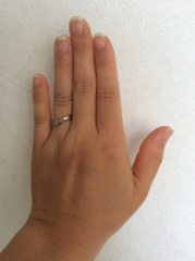 【杢目金屋(もくめがねや)の口コミ】 石も入っておらず、一見とてもシンプルな指輪ですが、2人の指輪を1枚の金…