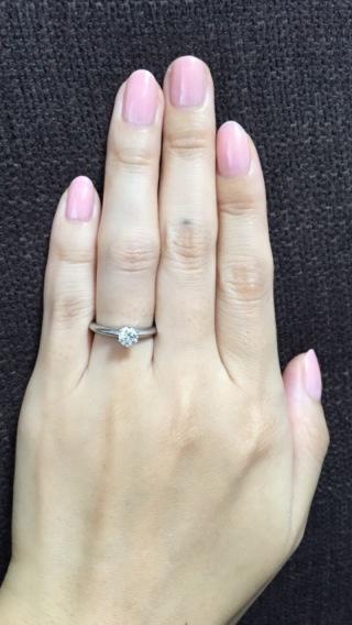 【ティファニー(Tiffany & Co.)の口コミ】 一粒ダイヤは婚約指輪の定番で、これぞティファニーという指輪だと思いま…