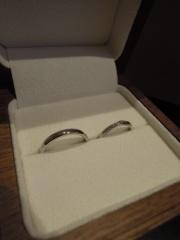【Ponte Vecchio(ポンテヴェキオ)の口コミ】 メレダイヤが斜めに流れるようなデザインの指輪が欲しかったので、見た瞬…