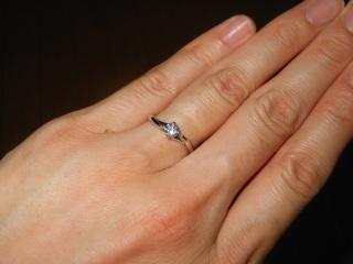 【アイプリモ(I-PRIMO)の口コミ】 華奢なリングに一石のダイヤモンドがアクセントとなっているデザインがおす…