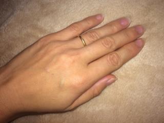 【カルティエ(Cartier)の口コミ】 夫も私も指が短めなのでシンプルですっきりしたデザイン、毎日身に付ける…